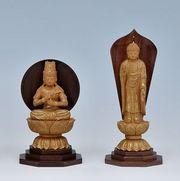 ウォールナットを台座に用いた仏像