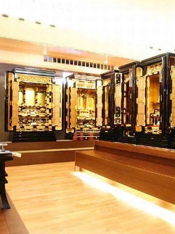 伝統型仏壇(金仏壇・唐木仏壇)展示の様子